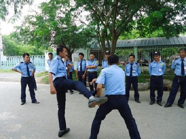 Huấn luyện võ thuật cho nhân viên bảo vệ là điều cần thiết